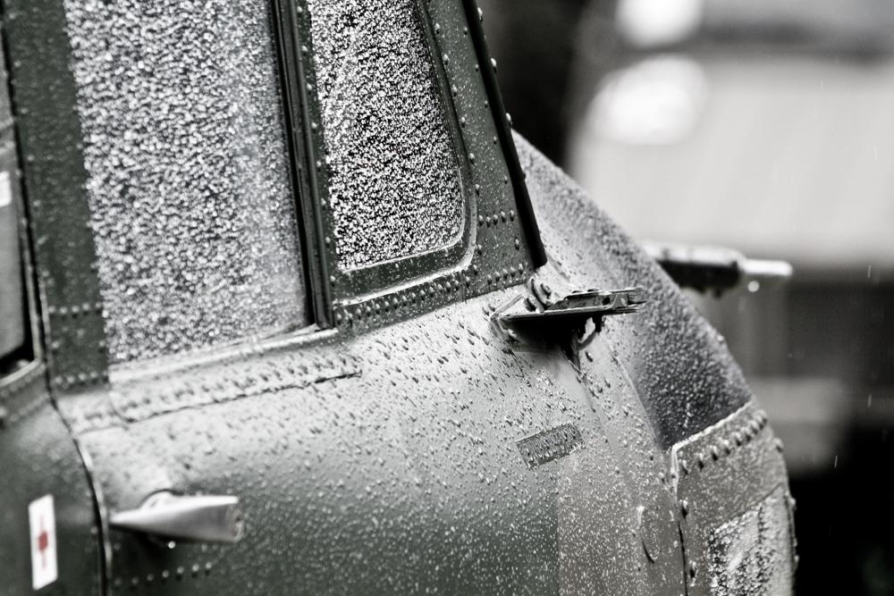 Agusta Bell Helikopter parkt im Regen